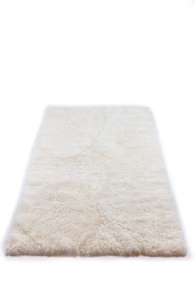 Icelandic lambskin, rug SNOW, natural edges, short hair, 160x120 cm, natural creamy white (1)